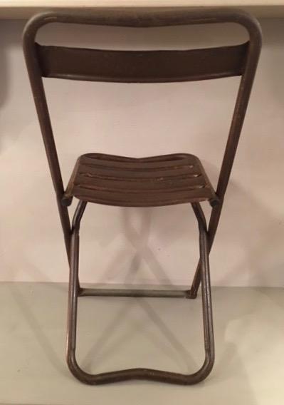 chaise pliante en m tal 1960 carouche interpr te d 39 objets. Black Bedroom Furniture Sets. Home Design Ideas